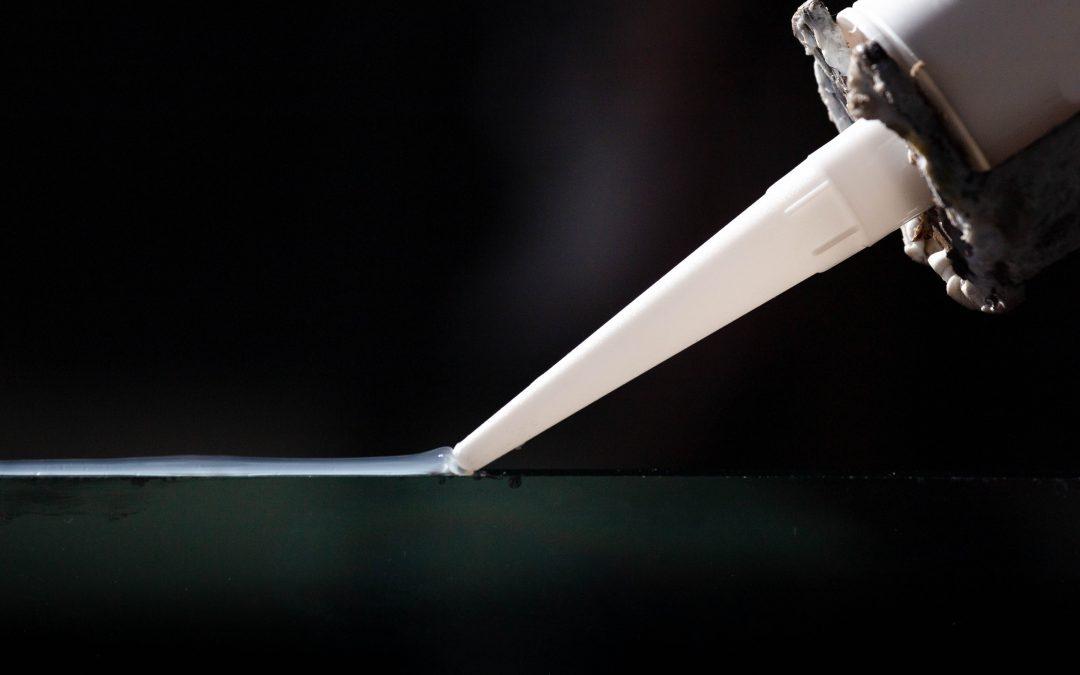 Manual processing of pasty adhesives and sealants